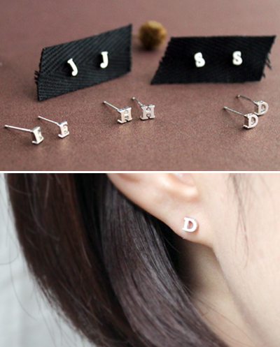 silver initial earring실버 이니셜 귀걸이